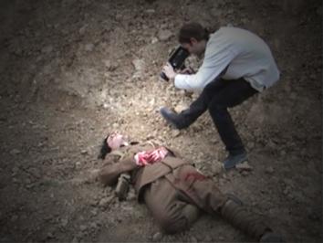 Sam mort balle ventre 1.jpg (69398 octets)